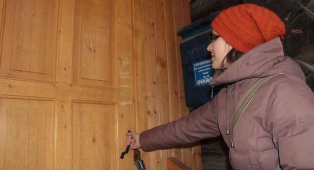 Почтовое отделение Шайтанки не работает толком уже четыре года. Сегодня жители поселка жалуются на то, что корреспонденция им доставляется с большим опозданием.