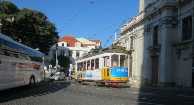 Лиссабонский желтый трамвай — один из символов столицы Португалии.