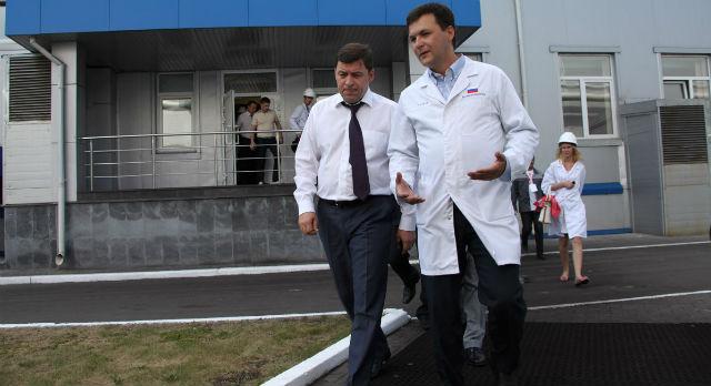 Алексей Дронов, еще будучи новотрубником, проводил экскурсии Евгению Куйвашеву по заводу. Завтра ему предстоит показывать город.