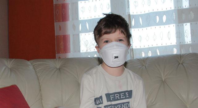 Все контакты с посторонними — только в маске. Организм Никиты может не справиться с любой инфекцией
