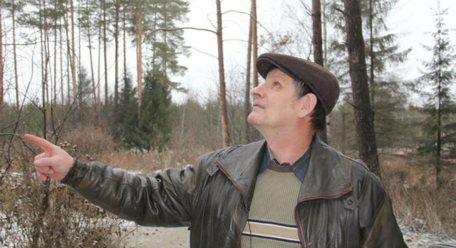 — Этим деревьям еще расти и расти, теперь придется вырубать, — переживает Борис Трефилов.