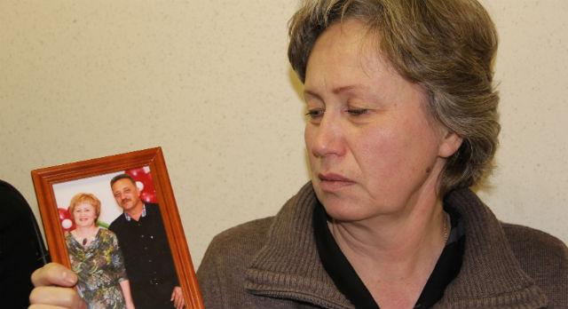 Елена Пономарева не может без слез смотреть на фотографии мужа.