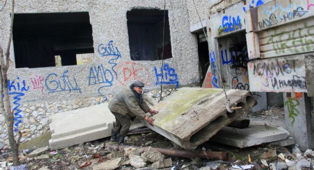 В прошлом году недострой на Комсомольской сначала замуровали, а затем и вовсе снесли.