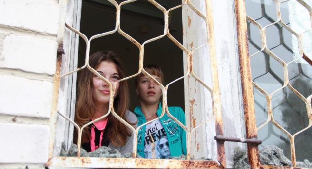 Аня Устюгова и Наташа Брагина попали в больницу с одинаковым диагнозом — дизентерия Зонне.