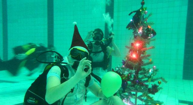 Новый год в бассейне прошел на пять с плюсом: тепло, без суеты, налегке.