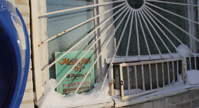Единственный магазин в Перескачке закрылся неделю назад. Жители уже начинают забывать вкус свежего хлеба и не могут купить элементарного: соли и спичек.