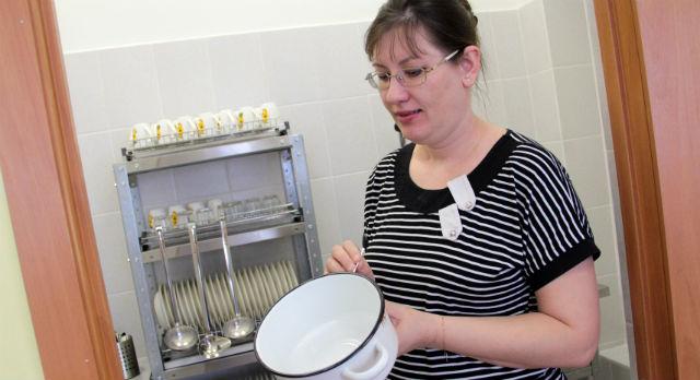 Заправлены кровати, расставлена мебель, промаркирована посуда. Воспитатель средней группы детсада №1 Сусанна Разенко ждет, когда же здесь зазвенит детский смех.