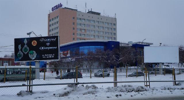 Привычные рекламные щиты могут исчезнуть с центральных улиц Первоуральска. По мнению новой администрации, размещение наружной рекламы никто не контролировал и установлена она незаконно.