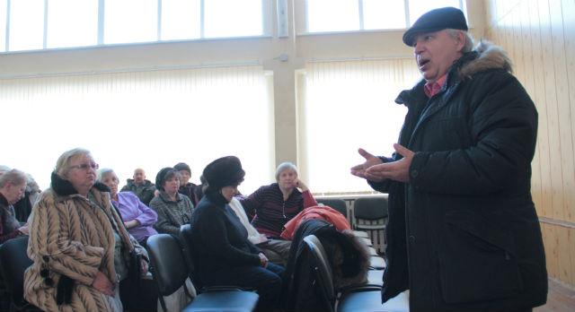 Александр Крюков предложил соседям не голосовать за первую попавшуюся компанию наобум, поэтому сначала жители решили создать Совет дома и выяснить все, что предлагают городские управляшки.