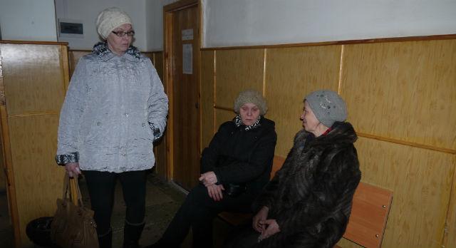 Дворники из УК «Дом плюс» надеются, что неразбериха с их зарплатой скоро закончится.