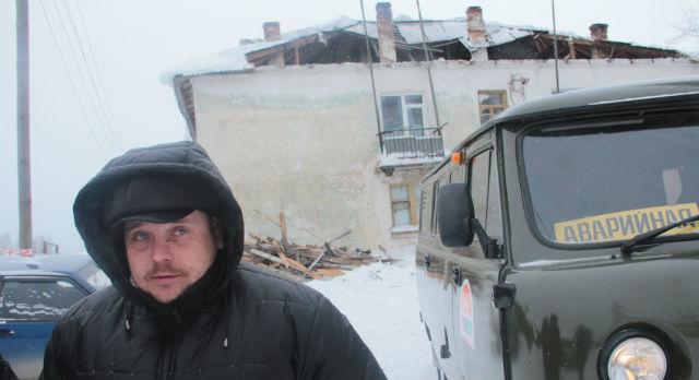 Андрей Драбинин утверждает, что пытался даже сам ремонтировать крышу, потому что помощи от властей не дождался.