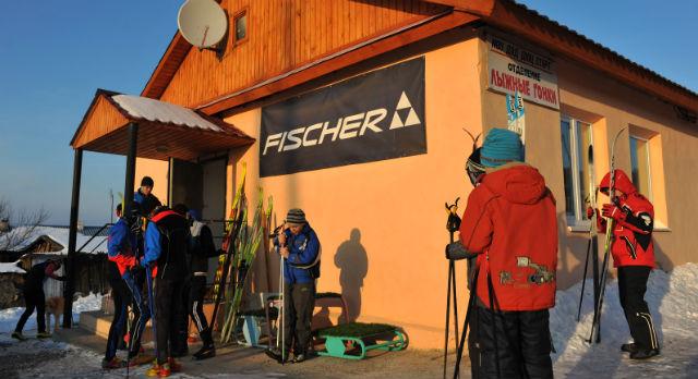Лыжники Первоуральска тревогу пока не бьют, но уверены: детский спорт и заработок — вещи несовместимые.