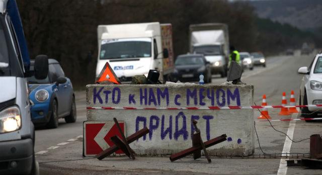 Блокпосты на подъезде к Севастополю. ИТАР-ТАСС