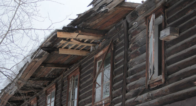 Дом Кирова, 8 не пригоден для жилья и подлежит сносу. Однако его недавние жильцы готовы вернуться даже туда — лишь бы был свой угол.