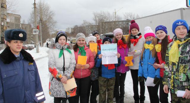 Сотрудники ГИБДД и ученики школы № 3 провели профилактическую акцию «Внимание, каникулы!».