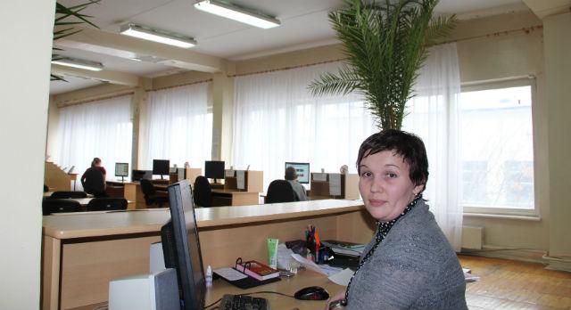 «Хоть к врачу записаться, хоть компьютер освоить — в библиотеке, шагающей в ногу со временем, возможно все», — говорит заведующая отделом ИКТ центральной библиотеки Елена Новикова.