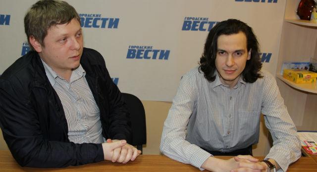"""Алексей Нестеров (слева) и Никита Девин — специалисты АН """"Камин"""""""