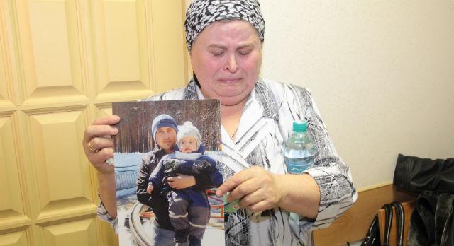 Людмила Дулесова опасается сейчас за здоровье мужа, который с трудом переживает случившуюся трагедию. Погибший сын был любимцем семьи, опорой и помощником