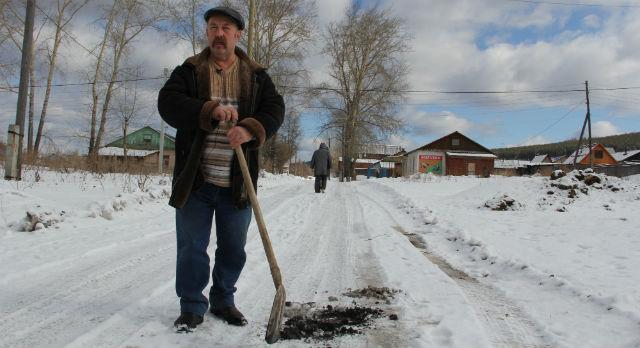 Геннадий Терехов опасается, что эта черная фракция может навредить здоровью.