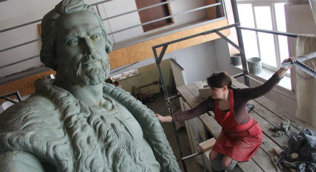 Монумент в честь основателя Кургана Тимофея Невежина уже готов в глине. В бронзе его должны отлить к августу.