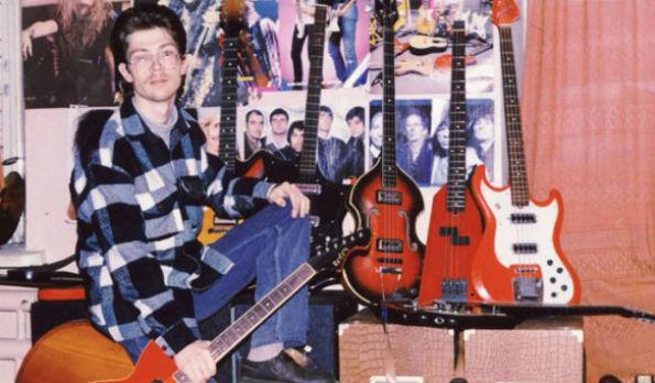 Начало гитарной коллекции Дмитрия пришлось на 1989 год