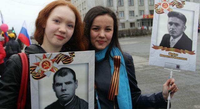 Настя Сапегина и Айгуль Кутуева приняли участие в шествии Бессмертного полка