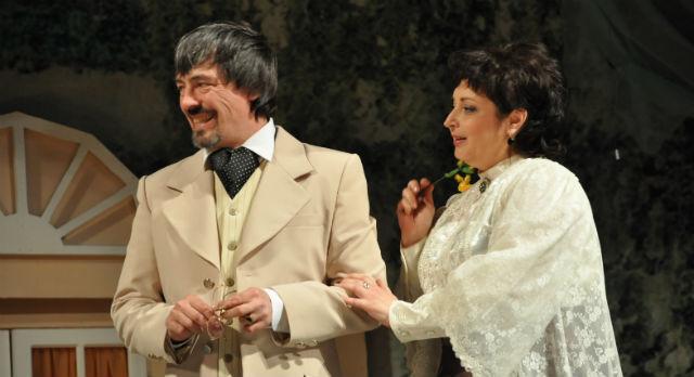«Чехов. Предчувствие» — абсолютно уникальное явление. В Первоуральске проходит всероссийская премьера. Спектакль ставился по пьесе Уильяма Бойда — одного из самых обласканных критиками британских драматургов.