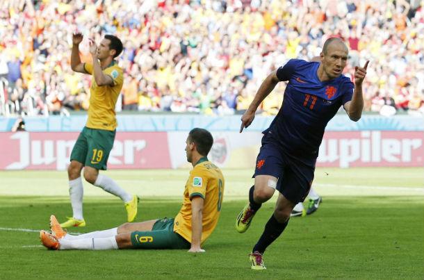 Арьен Роббен забил уже третий матч на турнире. © AP/Michael Sohn