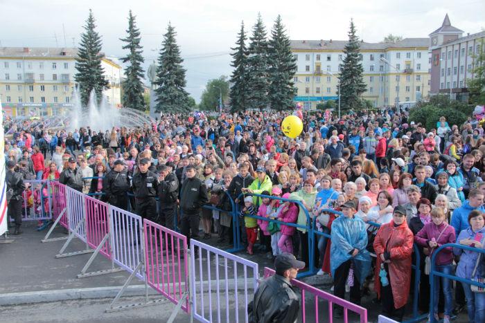 Как отметили день Металлурга на площади Победы