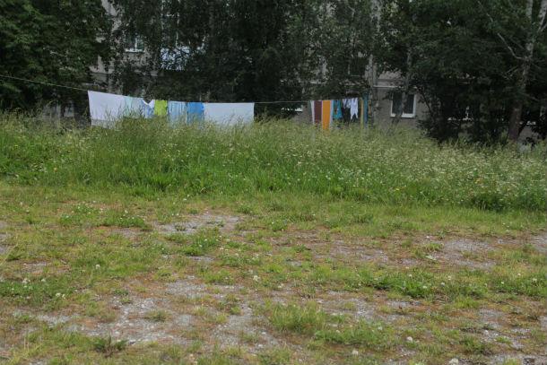 Вопреки здравому смыслу, есть и противники установки детских городков. Например, такие нашлись среди жителей дома №27 по ул. Комсомольская. Фото Анны Неволиной