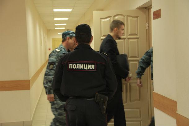 В зал суда Стрижова провели под конвоем. Сейчас общение его с родственниками ограничено Фото Анны Неволиной