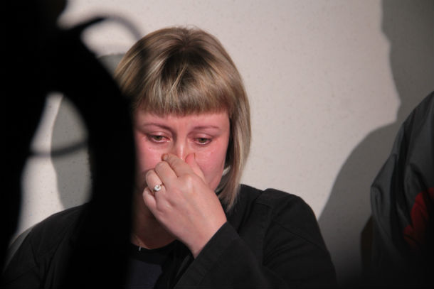 Родные погибших едва сдерживают слезы — погибшие в Прогрессе женщины невосполнимая утрата для двух семей