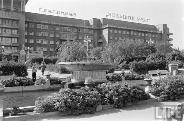 """Гостиница """"Большой Урал"""", рядом — одноименный ресторан. Фото с сайта 1723.ru"""