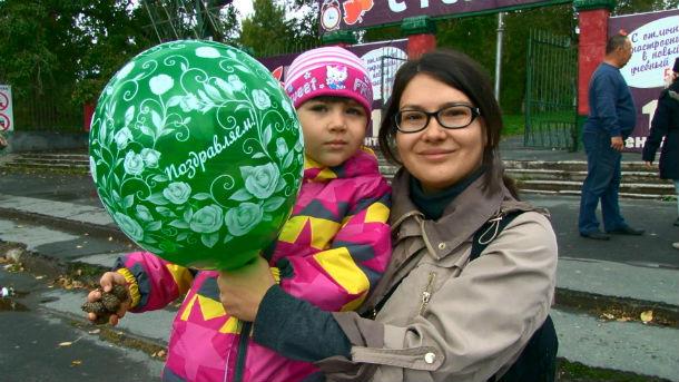 """Общественники раздавали зеленые шарики, которые, по их мнению, символизируют души деревьев. Фото предоставлено телеканалом """"Интерра ТВ"""""""