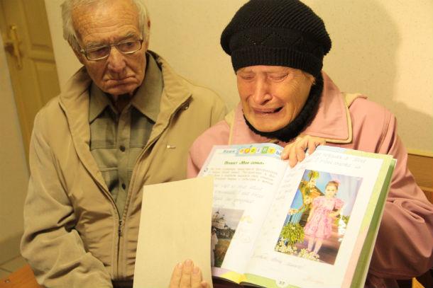 Родители убитой не скрывают своих эмоций: они до сих пор не понимают, почему Ксения не вовремя не ушла от домашнего тирана. Фото Анны Неволиной