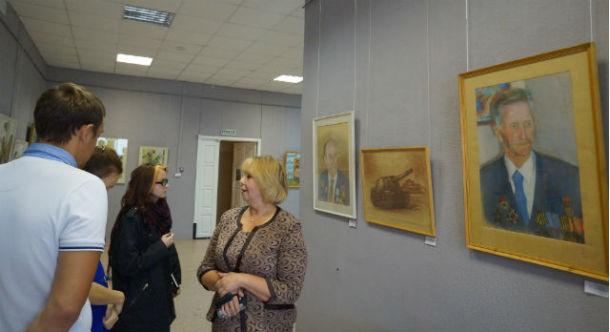 Выставка Владимира Сусанова в Выставочном центре Фото Анны Неволиной