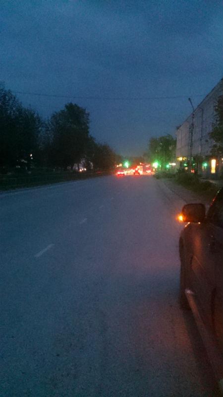 Проспект Ильича во тьме Фото с телефона