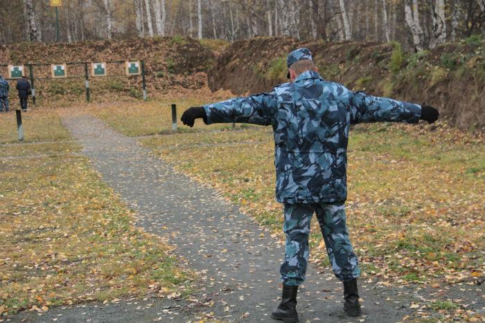 Николай Другов готовится к стрельбе Фото Анны Неволиной