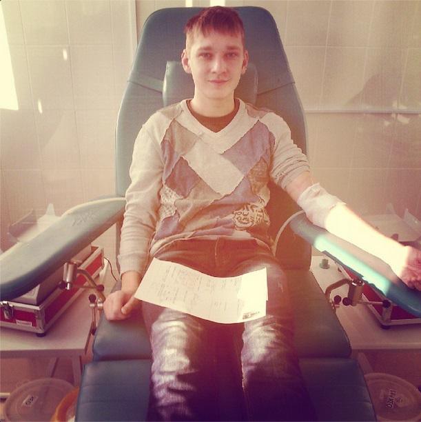 Корреспондент Артем Изгагин так проникся экскурсией, что тоже решил сдать кровь.