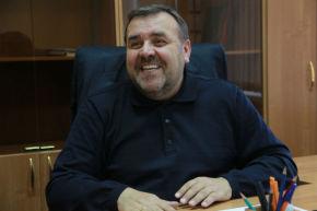"""Геннадий Зверев, первый вице-мэр: """"Я попросил поменять свое кресло пару дней назад — оно шаталось и крайне не комфортно работалось. Мне его заменили и  сейчас мне достаточно удобно, и я чувствую себя очень устойчиво"""" Фото Анны Неволиной"""