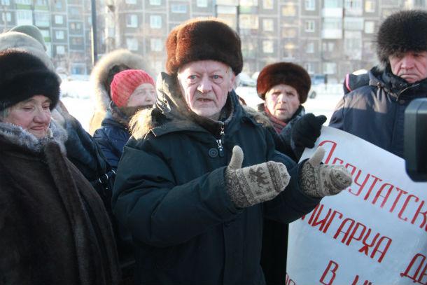 Пенсионер Владимир Тулаев уверен, что добиться моратория возможно только через прокуратуру ФОто Анны Неволиной