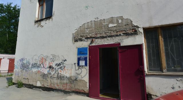 """Здание на Вайнера,15 теперь пустует — переехали и """"Вечерний Первоуральск"""", и Выставочный Центр Фото из архива редакции"""