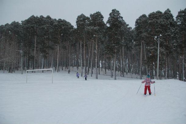 """Билимбаевские школьники катаются на лыжах в роще """"Могилица"""" Фото Анны Неволиной"""