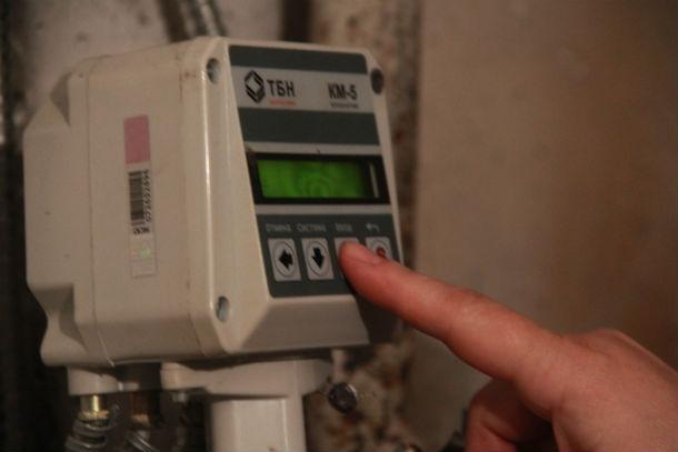 Приборы учета, установленные в подвале, четко показывают, что жителям тепла недодали Фото Анны Неволиной