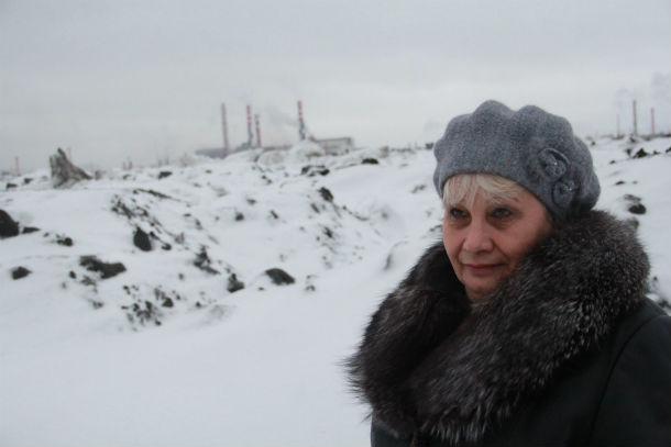 Азиля Аюпова специально перебралась на Трудпоселок из городской квартиры. Но тишиной и спокойствием ее семье удалось понаслаждаться недолго Фото Анны Неволиной