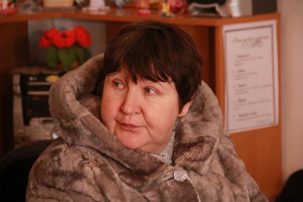 Ирина Суднева — дочь Марии Егоровны, помогает по хозяйству и зовет жить к себе Фото Анны Неволиной
