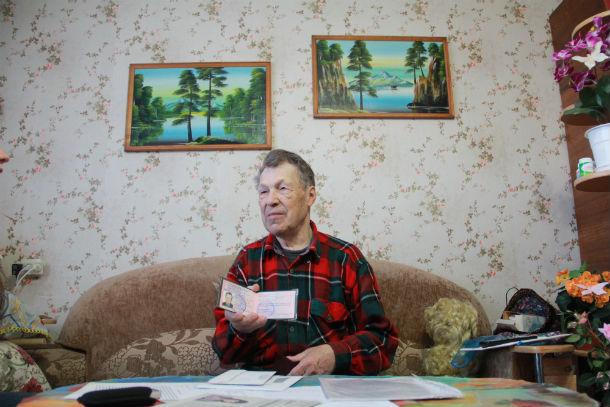 Пенсионер Михаил Грошко 20 лет безрезультатно обращался в разные инстанции, тем самым подпортил себе здоровье: нервы не выдерживают, давление скачет. Фото Анны Неволиной