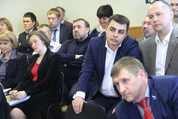 Порядка 40 человек в числе приглашенных на отчеты глав Фото Анны Неволиной