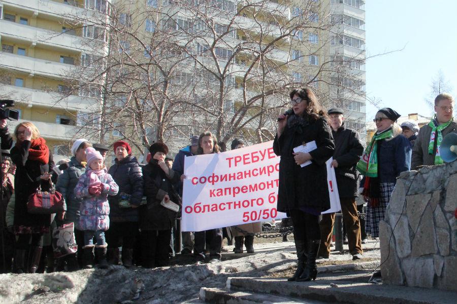 Модератор митинга Гульназ Закирова.Фото Анны Неволиной