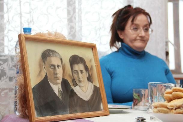 Наталия Козлова — врач, общий стаж 25 лет. Живет с мамой Раисой Михайловной. Фото Анны Неволиной